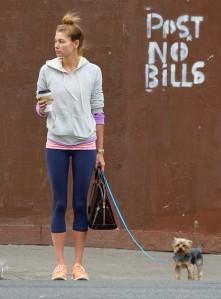 Jessica+Hart+gets+coffee+walks+dog+f2yZvpuIXkZl